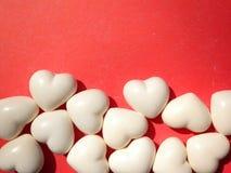 le long du fond la couleur a circulé des coeurs rament sans joint le valentine Image libre de droits