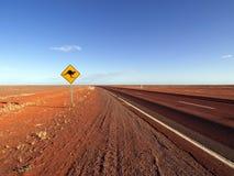 le long du signe Stuart de kangourou d'omnibus photographie stock libre de droits