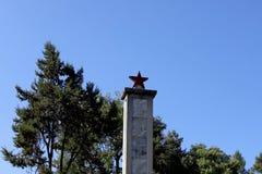 Le long mars monument commémoratif rouge d'Army's dans Shigu, Yunnan, Chine images libres de droits