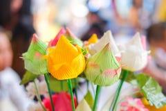 Le lotus coloré fleurissant dans le temple pour prient image stock