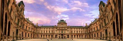 Le Louvre est l'un musées du ` s du monde des plus grands Images libres de droits
