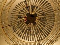 Le luci del cristallo sul soffitto Immagine Stock