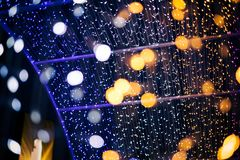 Le luci di Bokeh di verde giallo e di rosa del fondo astratto sarebbero adatte a per ogni festival fotografia stock libera da diritti