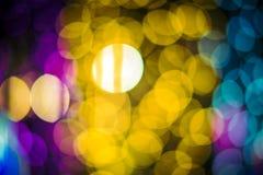Le luci di Bokeh di verde giallo e di rosa del fondo astratto sarebbero adatte a per ogni festival immagini stock libere da diritti