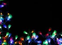 Le luci di Natale rasentano il fondo nero Fotografia Stock Libera da Diritti