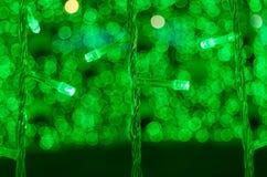 Le luci verde di Bokeh decorano Fotografia Stock