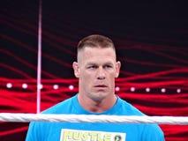 Le lutteur John Cena de WWE regarde fixement dans l'anneau Image stock