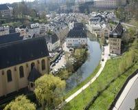 Le Luxembourg. Abaissez la ville. Regardez sur la rivière et les maisons. Image stock
