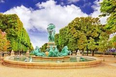 Le Luxembourg font du jardinage à Paris, Fontaine de l'Observatoir.Paris Photographie stock