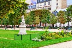 Le Luxembourg font du jardinage (Jardin du Luxembourg) photographie stock
