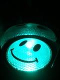 Le lycklig grön trafikljus Arkivbild