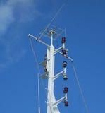 Le mât grand d'un ferry-boat transportant des passagers dans les îles au vent Image stock