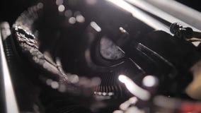 Le mécanisme de la machine à écrire mécanique Article authentique de cru banque de vidéos