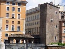 Le mélange unique du terrain communal d'architecture à Rome Italie image libre de droits