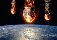 Le météore rougeoyant en tant que lui écrit l'atmosphère terrestre Image stock