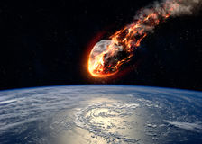 Le météore rougeoyant en tant que lui écrit l'atmosphère terrestre photo libre de droits