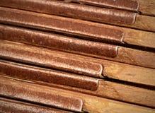 Le métal articule la vieille règle de pliage en bois de détail photo libre de droits