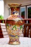 Le métier Benjarong est pott de base thaïlandais traditionnel de style de cinq couleurs photographie stock