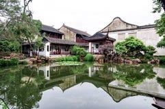 Le maître des filets font du jardinage à Suzhou, Chine photo stock