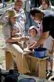 Le maître enseigne à poterie chacun Image libre de droits