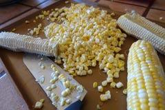 Le maïs a découpé en tranches outre de l'épi Image libre de droits