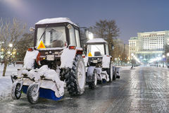 Le macchine della neve stanno preparando fotografie stock