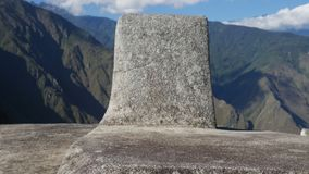 Le Machu Picchu, horloge solaire a appelé Intihuatana banque de vidéos