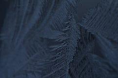 Le macro étroit des particules de glace donnent à la congélation une consistance rugueuse de neige Images libres de droits