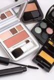 Le macro projectile de rougissent et les palettes de fard à paupières Image stock