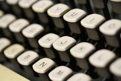 Le macro tir de la vieille machine à écrire antique de vintage verrouille le clavier Photographie stock libre de droits
