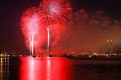 Le Macy 4ème des affichages de feux d'artifice de juillet Images stock