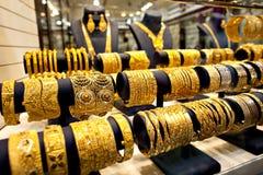 Le magasin de bijoux d'or au-dessus des magasins vendent des bijoux d'or au célèbre photographie stock libre de droits