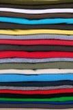 Le magliette aggiunge al mucchio Immagine Stock