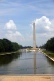 Le mail : regroupement se reflétant, monument de Washington, mémorial de wwi, et capitol Photographie stock