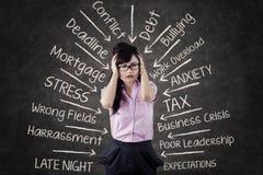 Le main-d'œuvre féminine stressant obtient des problèmes Image stock