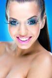 Le makeupmodellen med extrem makeup fotografering för bildbyråer
