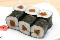 le maki délicieux a préparé des sushi photographie stock
