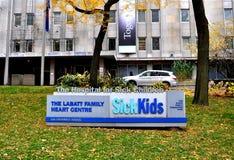 Le malade badine le signe d'hôpital Images libres de droits