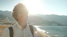 Le mananseende på stranden i sommardag lager videofilmer