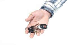Le mani degli uomini tengono le monete su una priorità bassa bianca Fotografia Stock Libera da Diritti