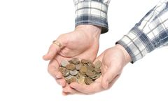 Le mani degli uomini tengono le monete su una priorità bassa bianca Fotografie Stock Libere da Diritti