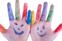 Le mani dei bambini hanno dipinto i colori isolati su fondo bianco Fotografia Stock