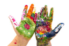 Le mani del bambino hanno dipinto l'acquerello su fondo bianco Fotografia Stock