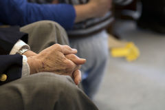 Le mani del nonno Immagine Stock
