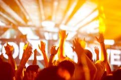Le mani della gente al concerto Fotografie Stock Libere da Diritti