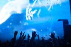 Le mani della gente al concerto Fotografia Stock