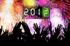 Le mani della gente della folla celebrano un nuovo anno di 2016 Fotografia Stock Libera da Diritti