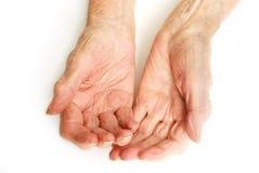 Le mani della signora anziana si aprono fotografia stock libera da diritti