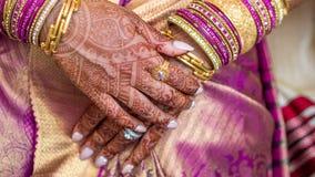 Le mani della sposa indiana Fotografia Stock