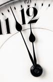 Le mani di orologio quasi dodici zumano dentro Fotografie Stock Libere da Diritti